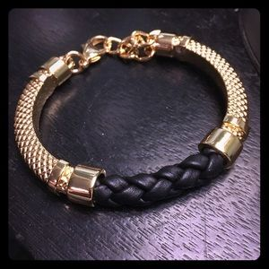 Jessica Elliot Blk Leather /Gold Trenza Bracelet